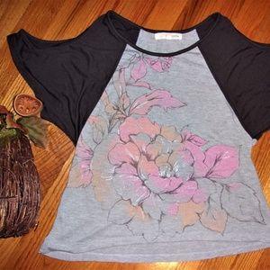 woman cold shoulder Medium flower tee shirt top